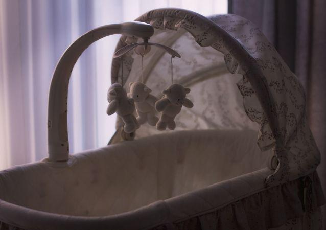 un lit bébé (image d'illustration)