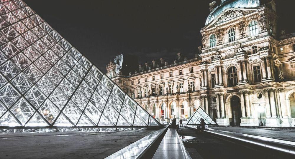 Présidentielle 2022: Macron et Le Pen à égalité, les autres candidats distancés