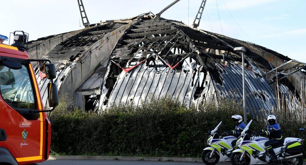 Le cirque de Chanteloup-les-Vignes détruit par un incendie au cours des violences du 2 novembre