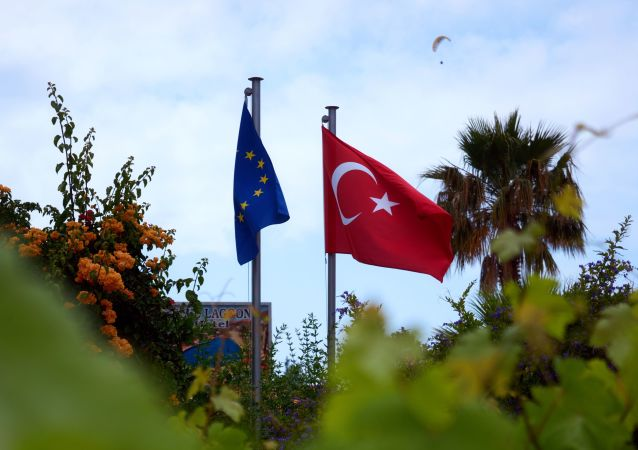 Drapeaux de l'UE et de la Turquie