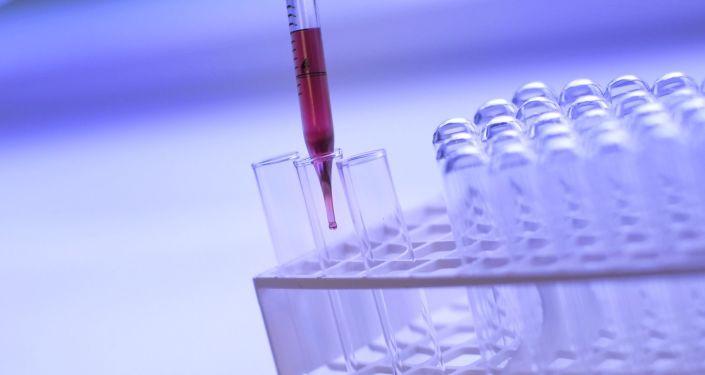 Le SARS-CoV-2 peut résister aux anticorps après trois mois passés dans le sérum d'un ancien malade, indique une étude - Sputnik France