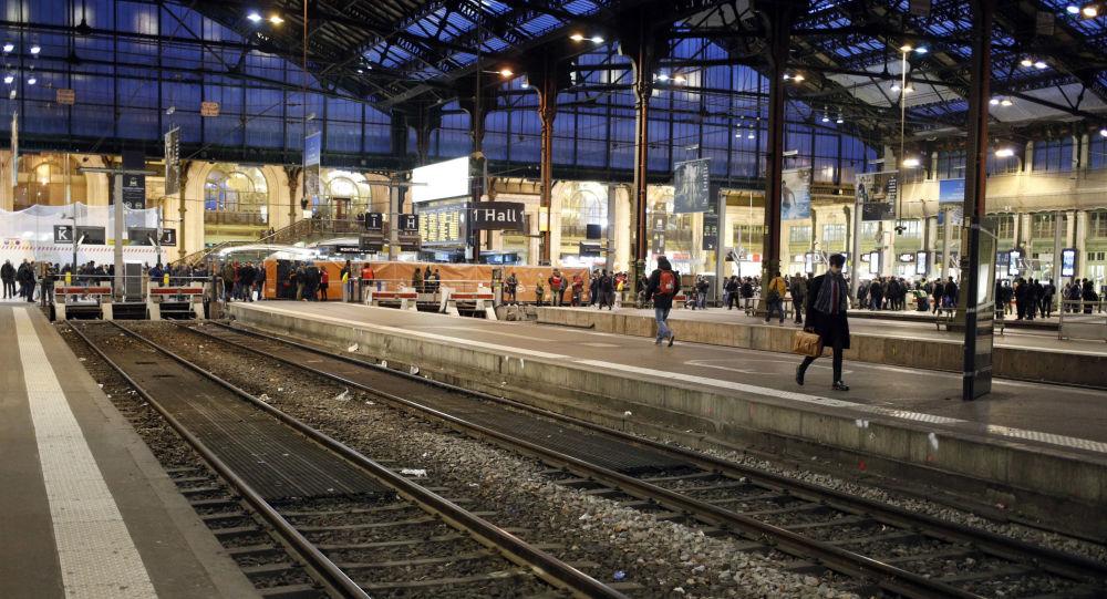 Une rixe ultraviolente éclate à Gare de Lyon à Paris sous l'œil de passagers médusés – vidéo choc