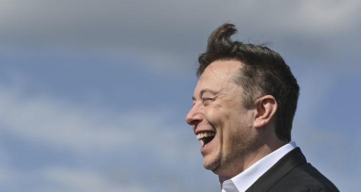 Elon Musk invite Vladimir Poutine en russe pour discuter dans un chat audio - Sputnik France