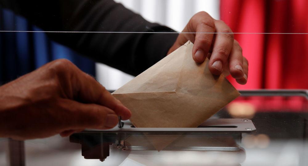 Le maire PCF de Vitry-sur-Seine a laissé illégalement une femme voilée comme présidente de bureau de vote