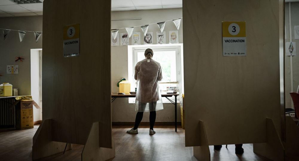 Les soignants et pompiers non vaccinés résistent malgré les premières sanctions de Véran