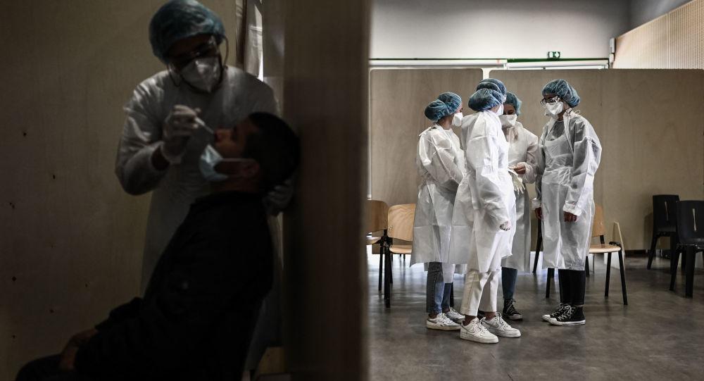 Les soignants non vaccinés peuvent-ils exercer un autre emploi lors de leur suspension?