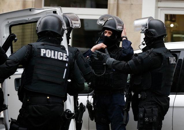 Rennes: un conducteur meurt après avoir foncé sur des policiers, faisant un blessé