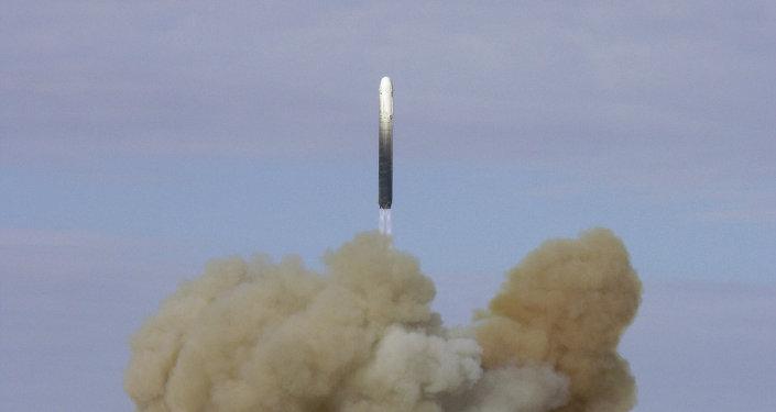 Lancement de missile balistique