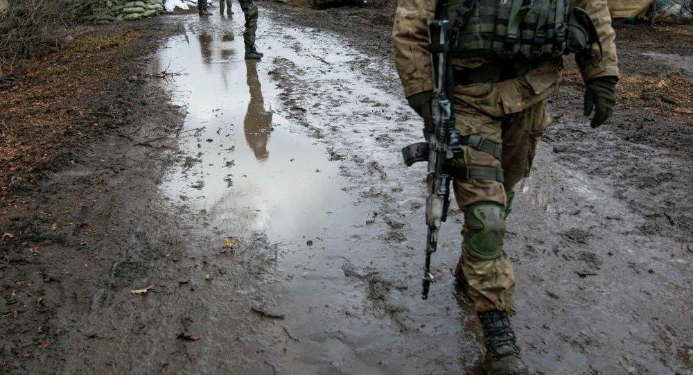 Un militaire ukrainien près de la ville de Debaltsevo dans la région de Donetsk