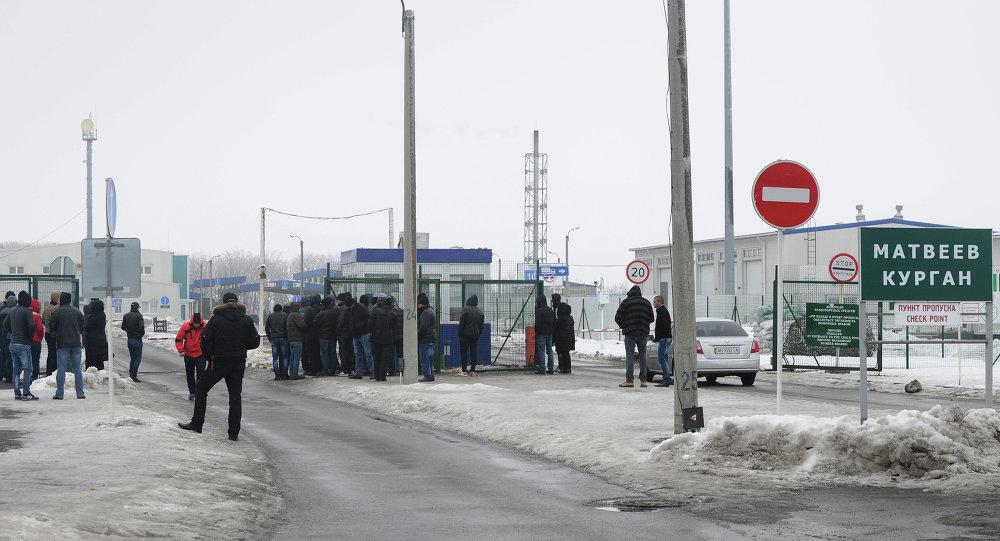 Un point de contrôle à la frontière entre la Russie et l'Ukraine