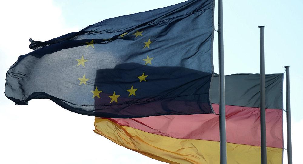 Les drapeaux de l'Allemagne et l'Union européenne