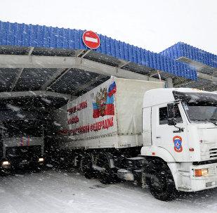 Aide humanitaire: le 8e convoi russe arrive dans le Donbass