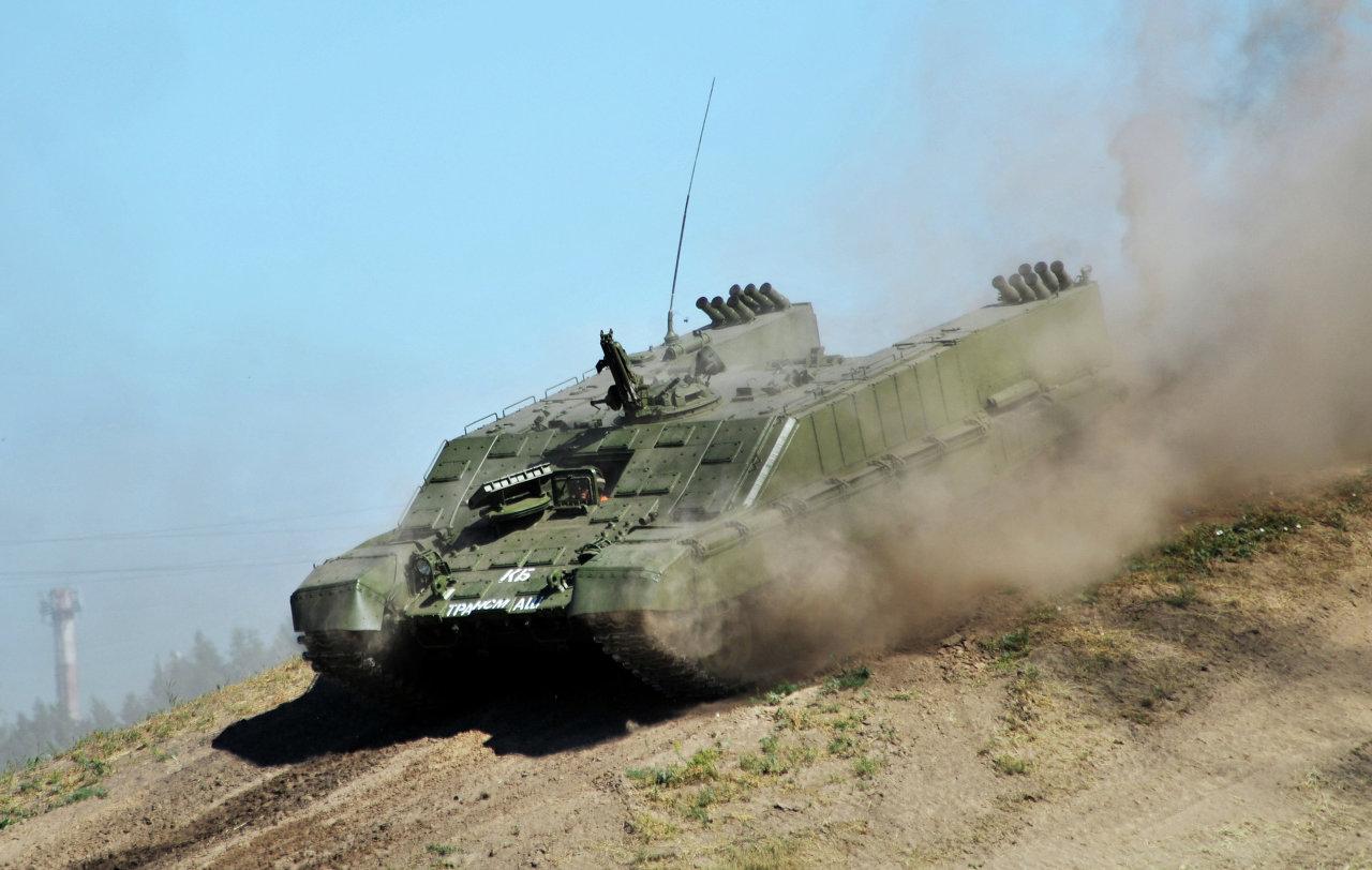 Le véhicule de transport d'équipe antichar BMO-1