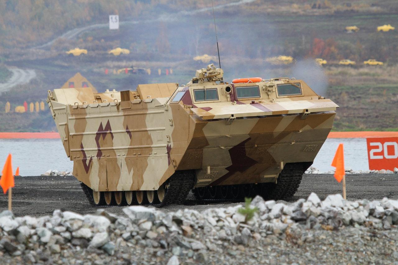 Le véhicule chenillé amphibie de transport de matériel PTS-4