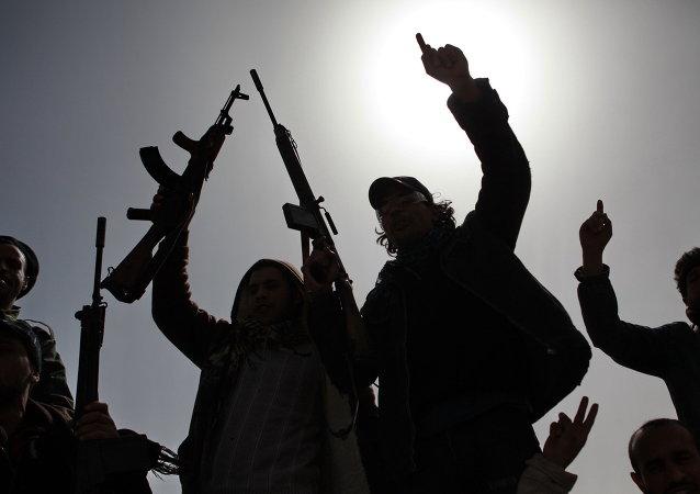 Des hommes armés de l'opposition libyenne. Image d'illustration