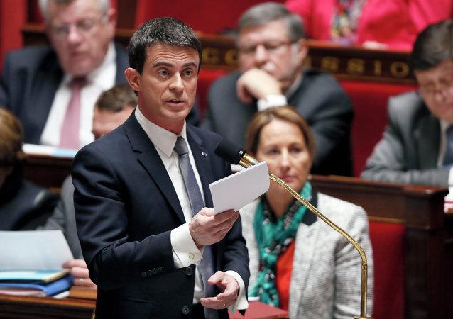 Le premier ministre français Manuel Valls intervient à l'Assemblée nationale