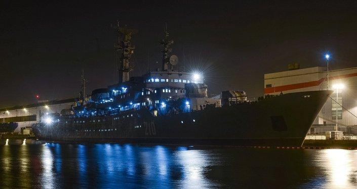 Учебный корабль Смольный