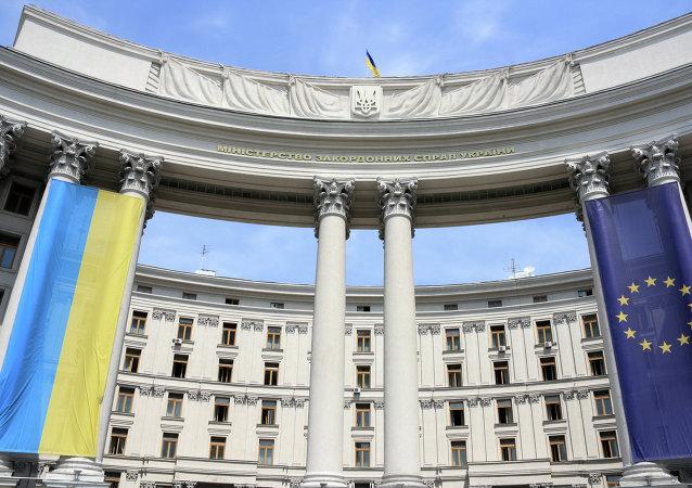Drapeaux ukrainien et européen