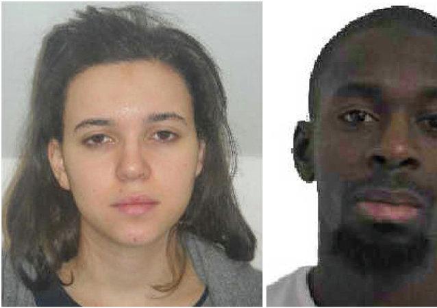 Hayat Boumeddiene (à gauche) et Amedy Coulibaly