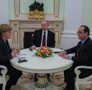 La rencontre Poutine-Merkel-Hollande a commencé