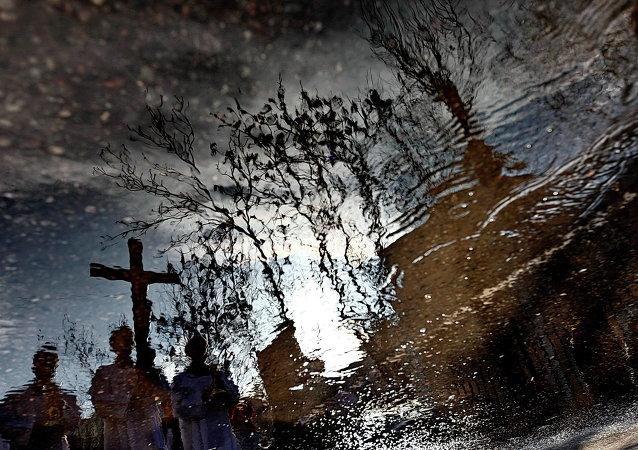 Пасхальный Крестный путь столичных католиков по улицам Москвы