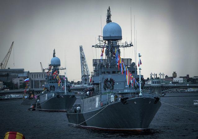 Défilé naval sur la Neva