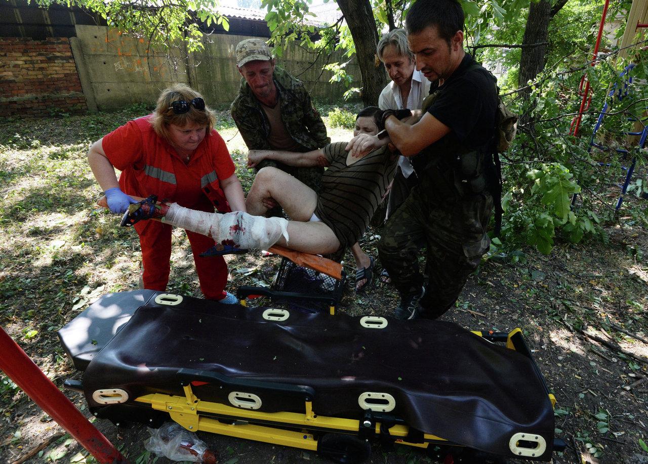 Donetsk: les pilonnages de l'armée blessent des civils