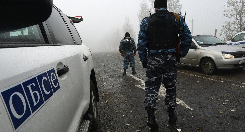 Les observateurs de l'OSCE près du point de contrôle Novoazovsk (Archives)