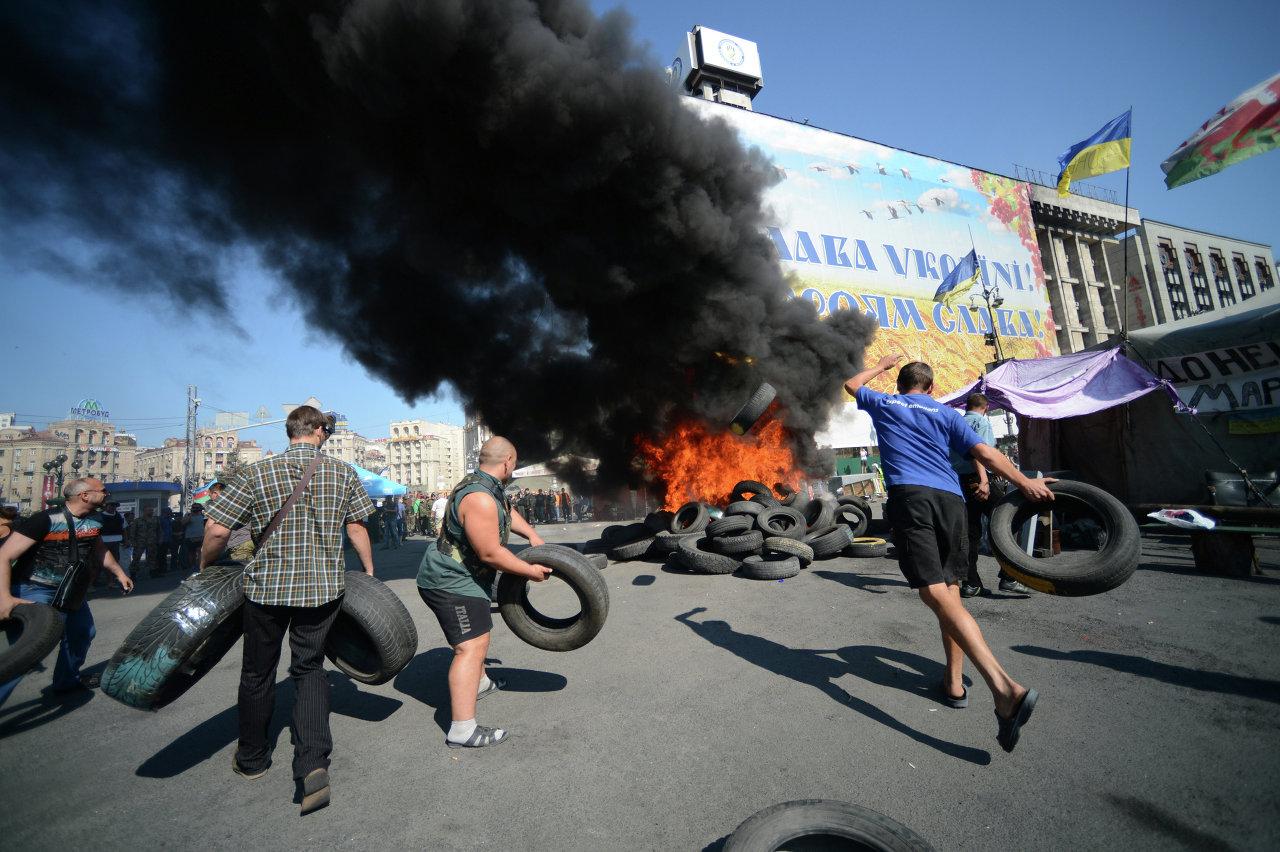 Affrontements entre manifestants et forces de sécurité sur la place de l'Indépendance à Kiev