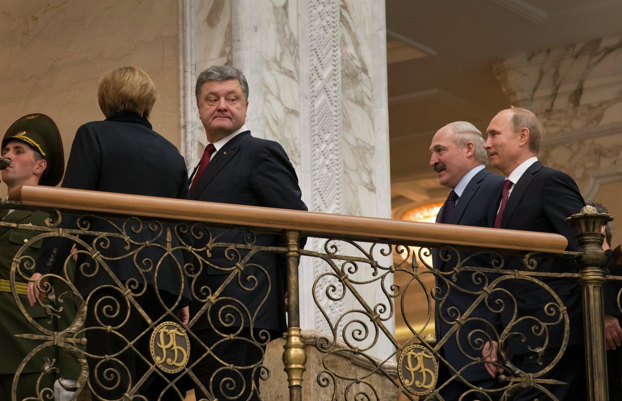 La chancelière allemande Angela Merkel, le président ukrainien Piotr Porochenko, le président biélorusse Alexandre Loukachenko et le président russe Vladimir Poutine avant le début du sommet au format Normandie à Minsk