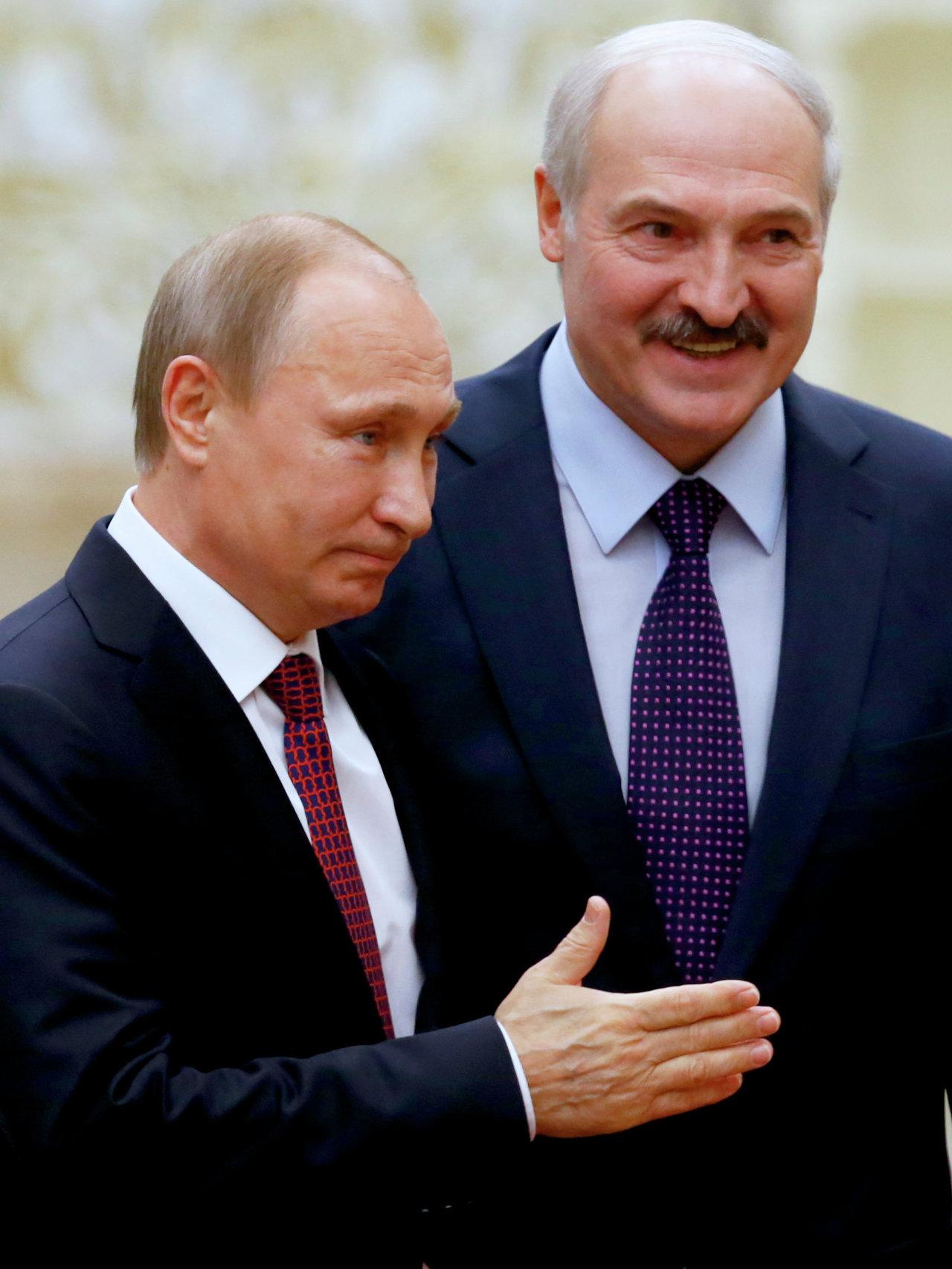 Le président russe Vladimir Poutine et le président biélorusse Alexandre Loukachenko avant le début du sommet au format Normandie à Minsk