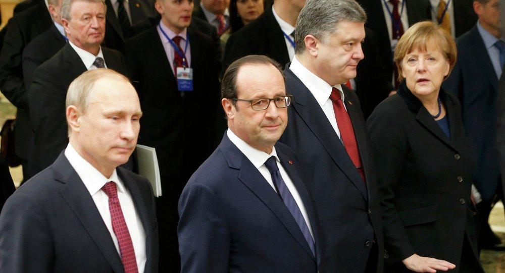 Les leaders des pays de la Russie, l'Allemagne, la France et l'Ukraine à Minsk. Francois Hollande (2nd L)