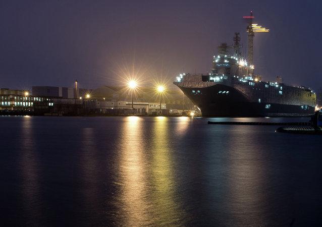 Un Mistral russe - le Sébastopol - sur les chantiers navals de Saint-Nazaire