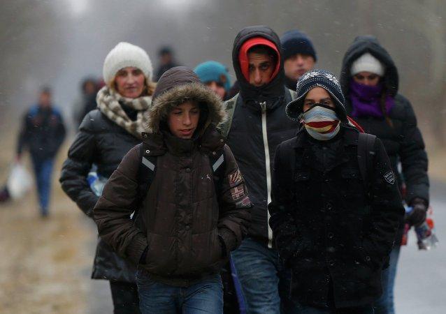 Un groupe de Kosovars franchit illégalement la frontière serbo-hongroise (Asotthalom, Hongrie, 6 février)