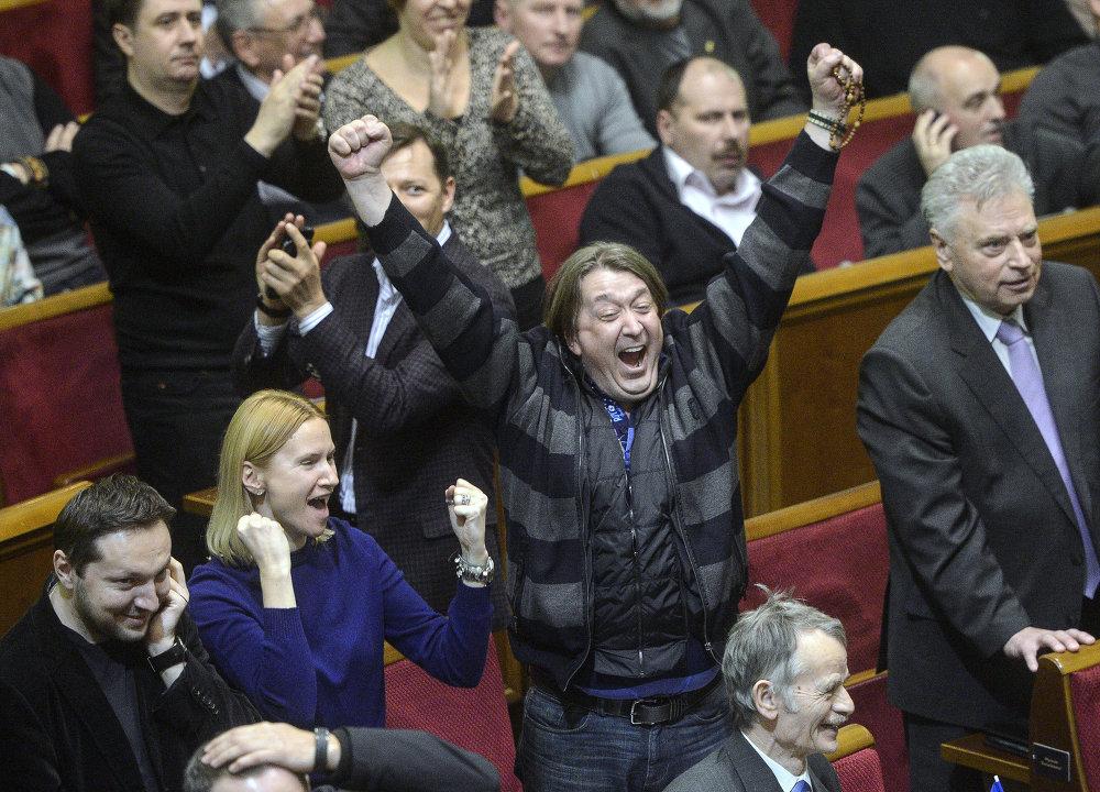 Le 22 février 2014, la Rada adoptait un décret démettant le président ukrainien de ses fonctions constitutionnelles