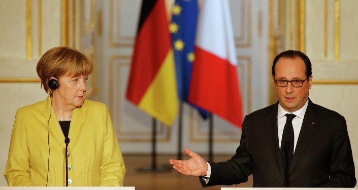 Le président français François Hollande lors d'une conférence de presse conjointe avec la chancelière allemande Angela Merkel
