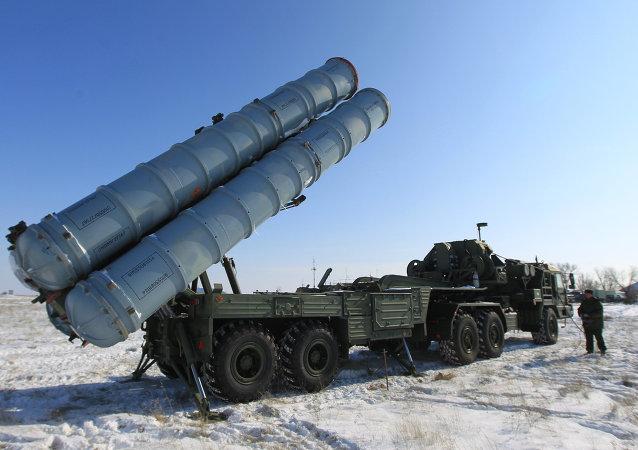 Des missiles sol-air  S-400