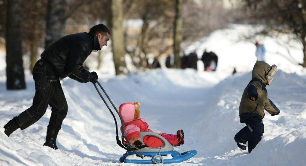 Une famille en hiver à Moscou