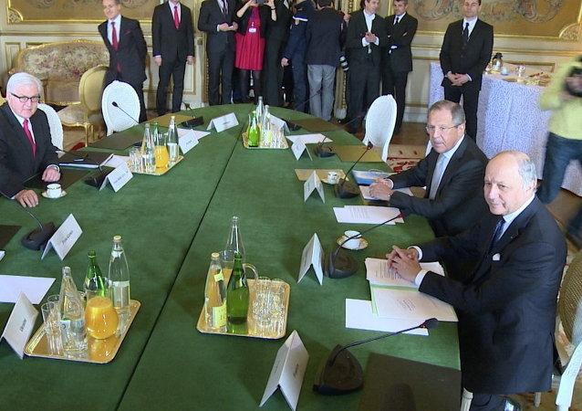 Le ministre russe des Affaires étrangères Sergueï Lavrov prend part à la rencontre format de Normandie (Russie, Allemagne, France et Ukraine)