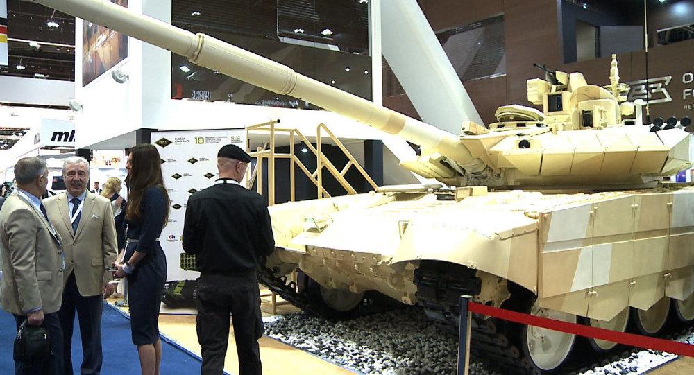 Le dernier-né du groupe Kalachnikov et la version de Ratnik destinée à l'exportation au Salon international de la défense IDEX-2015 d'Abu Dhabi
