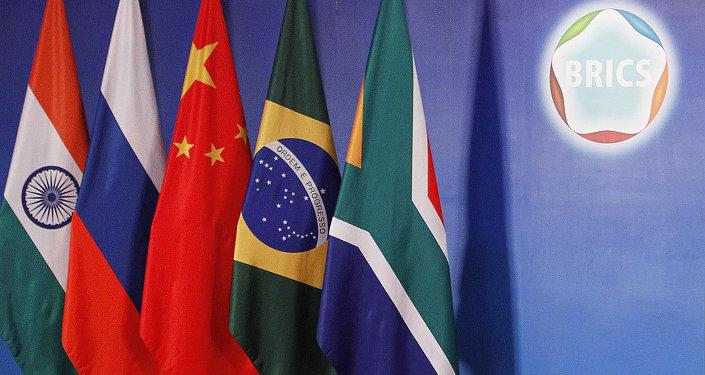 Drapeaux des pays membres du groupe BRICS