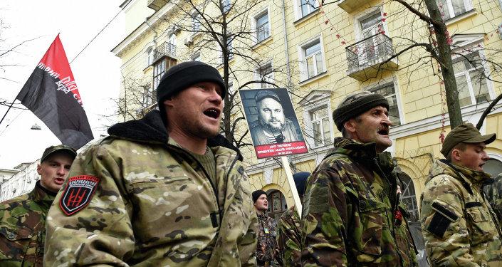 Partisans de l'organisation ultranationaliste ukrainienne Secteur droit (Pravy Sektor) lors d'uneMarche de la vérité
