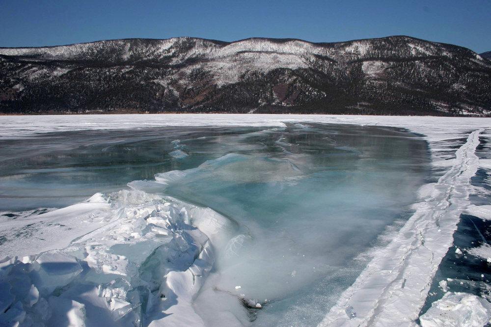 Le lac Baïkal en mars
