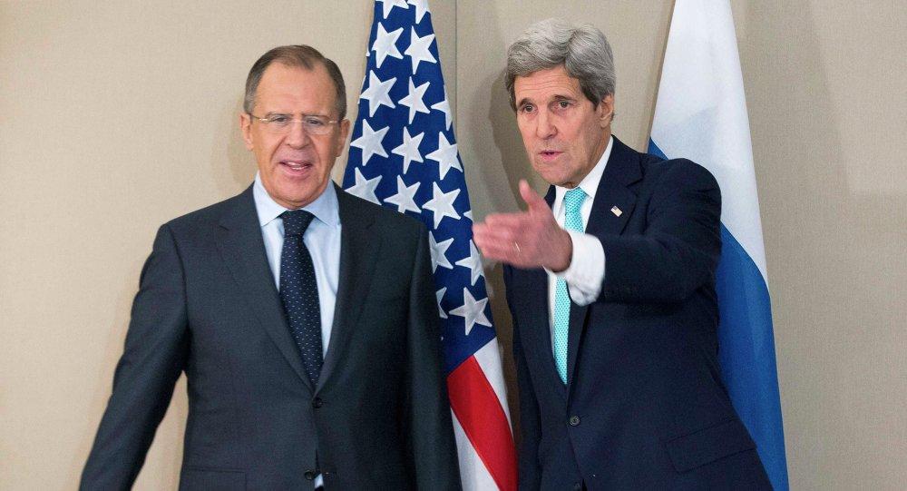 John Kerry lors d'une rencontre avec son homologue russe Sergueï Lavrov à Genève