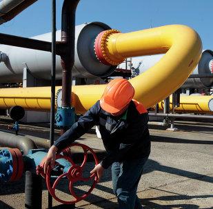 Un travailleur ukrainien à l'installation de stockage souterraine de gaz près de la ville de Lviv