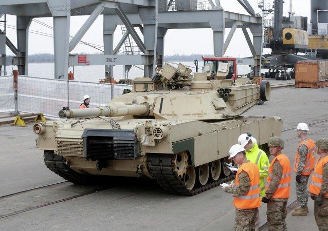 Char Abrams, port de Riga le 9 mars 2015