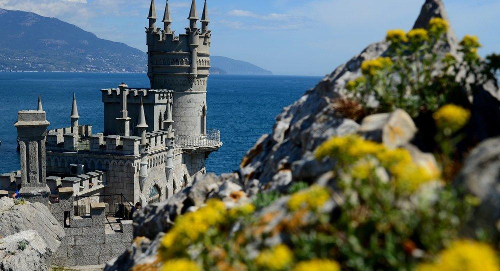 Le château du Nid d'hirondelle sur la falaise de l'Aurore, près de Yalta