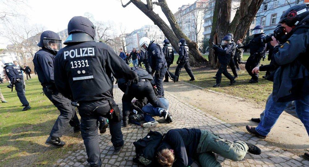Protestations près du nouveau siège de la Banque centrale européenne à Francfort