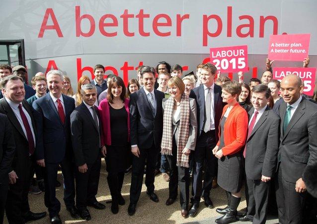 Ed Miliband, leader du parti travailliste d'opposition (C), Mar.  27, 2015