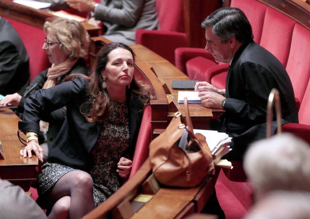 Valérie Boyer (à gauche) à l'Assemblée nationale